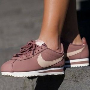 NW/BOX Nike Classic Cortez Leather Shoe 7,10.5